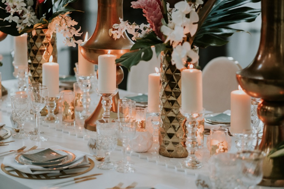 White and gold centerpiece with marble accents