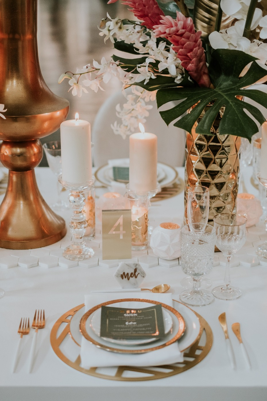Tropical glam wedding with marble and gold