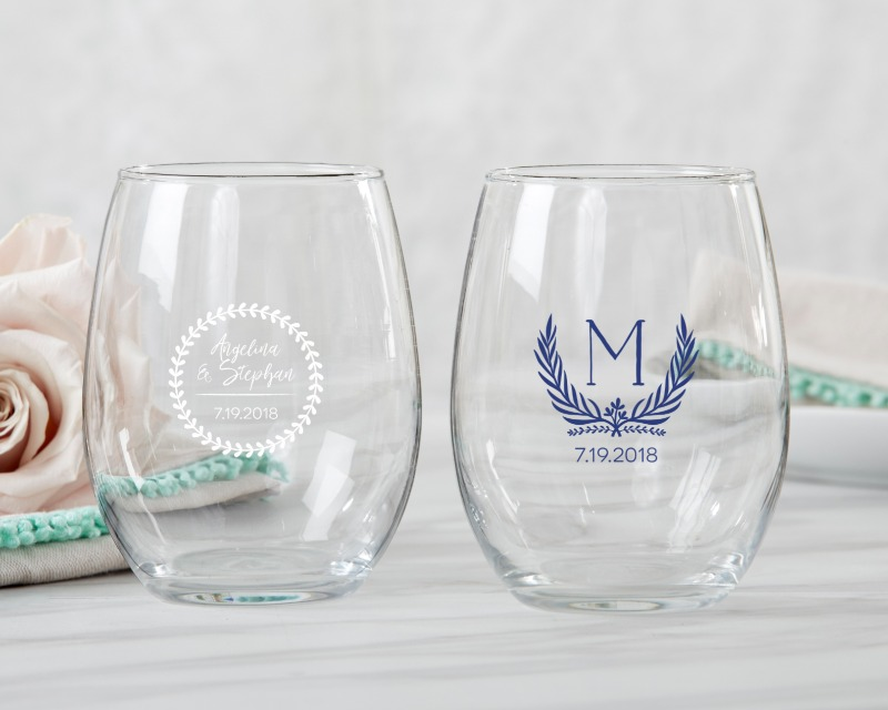 🍷 Whether your guests are drinking wine or water they'll love these useful mementos of your special day!