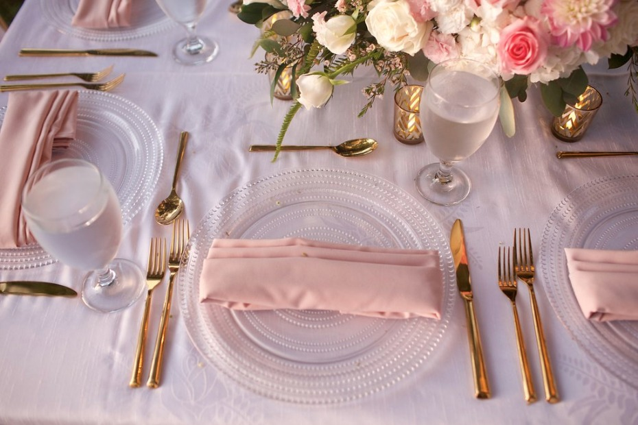 pink and gold wedding table