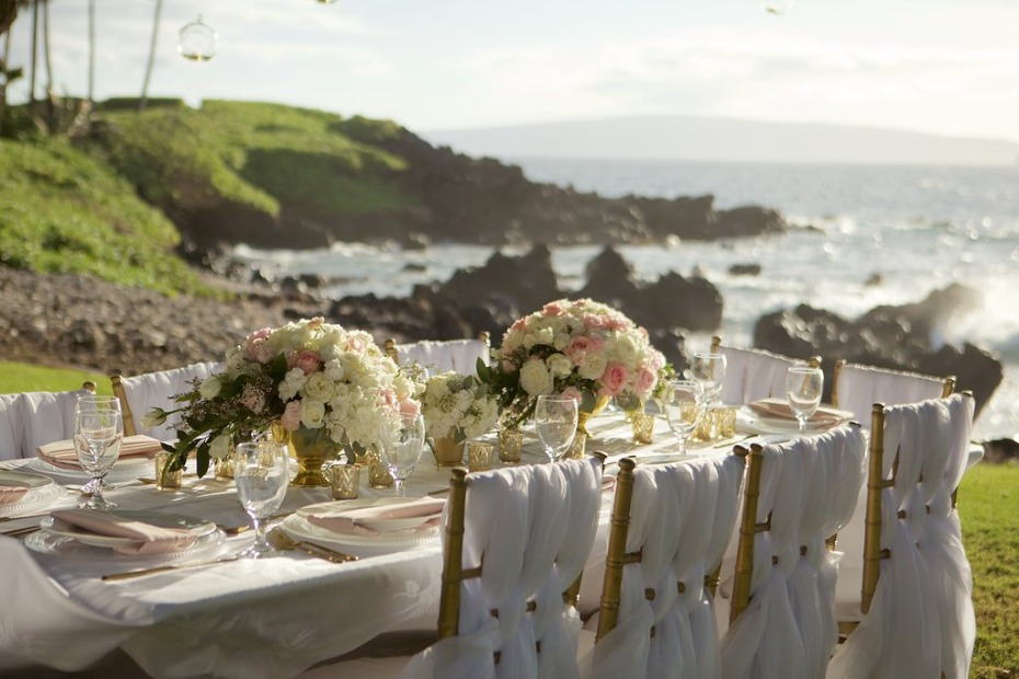 white and pink wedding table