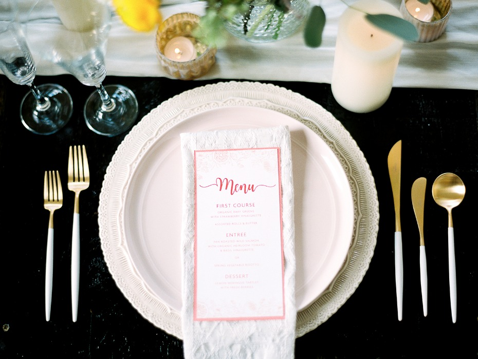 Simply chic table setting