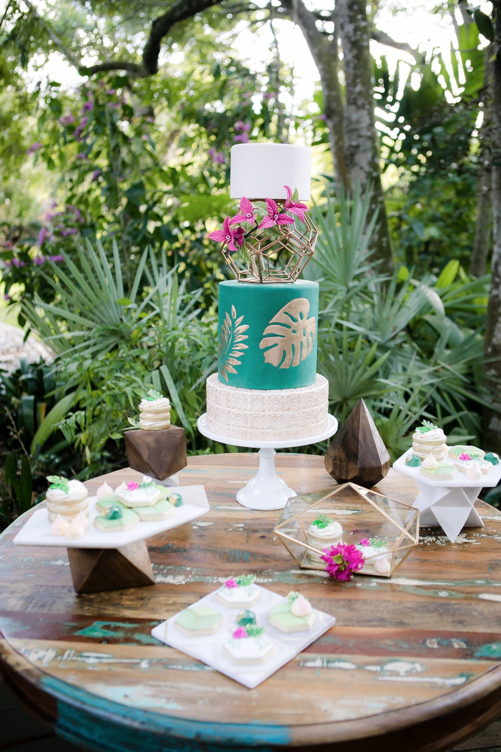 Gold And Green Wedding Cake Tale