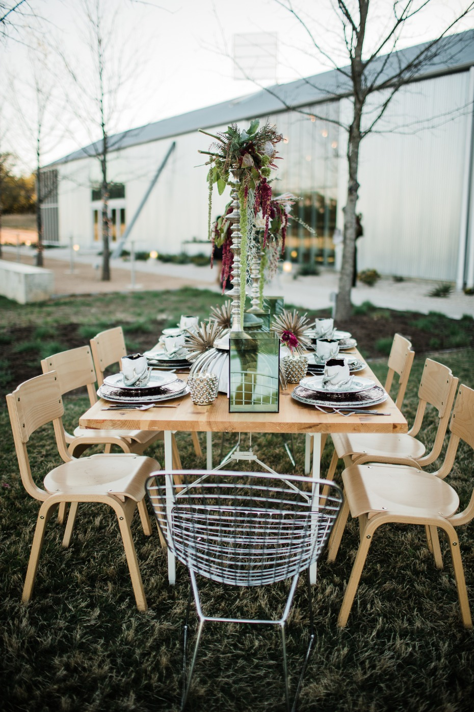 chic wedding table decor with modern botanical vibe