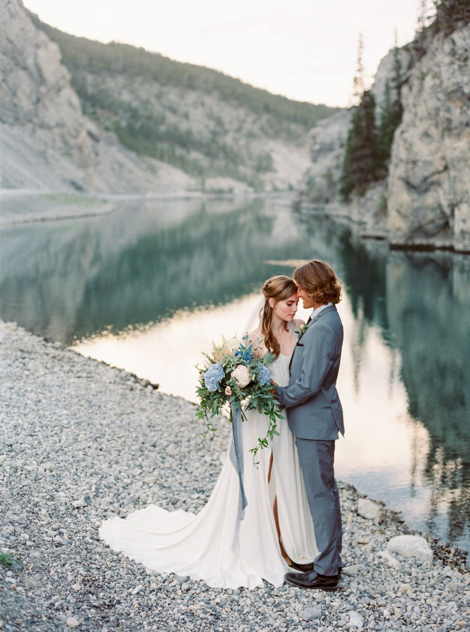 bride and groom in the Canadian mountains
