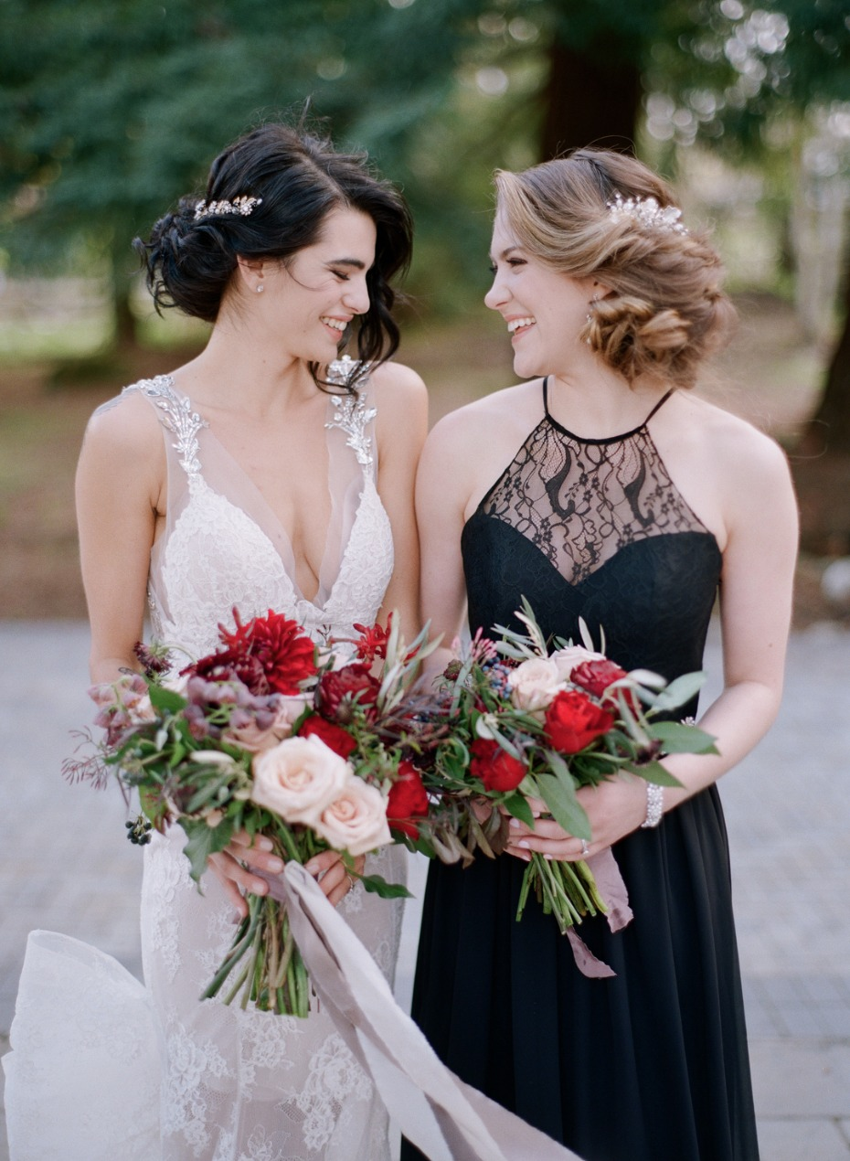 A bride and her bestie - how cute are they?!