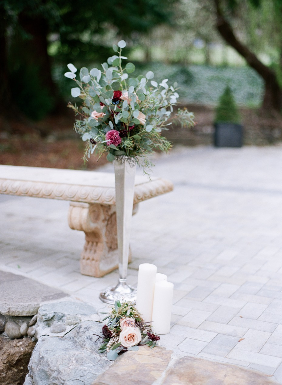 Simple and elegant ceremony decor