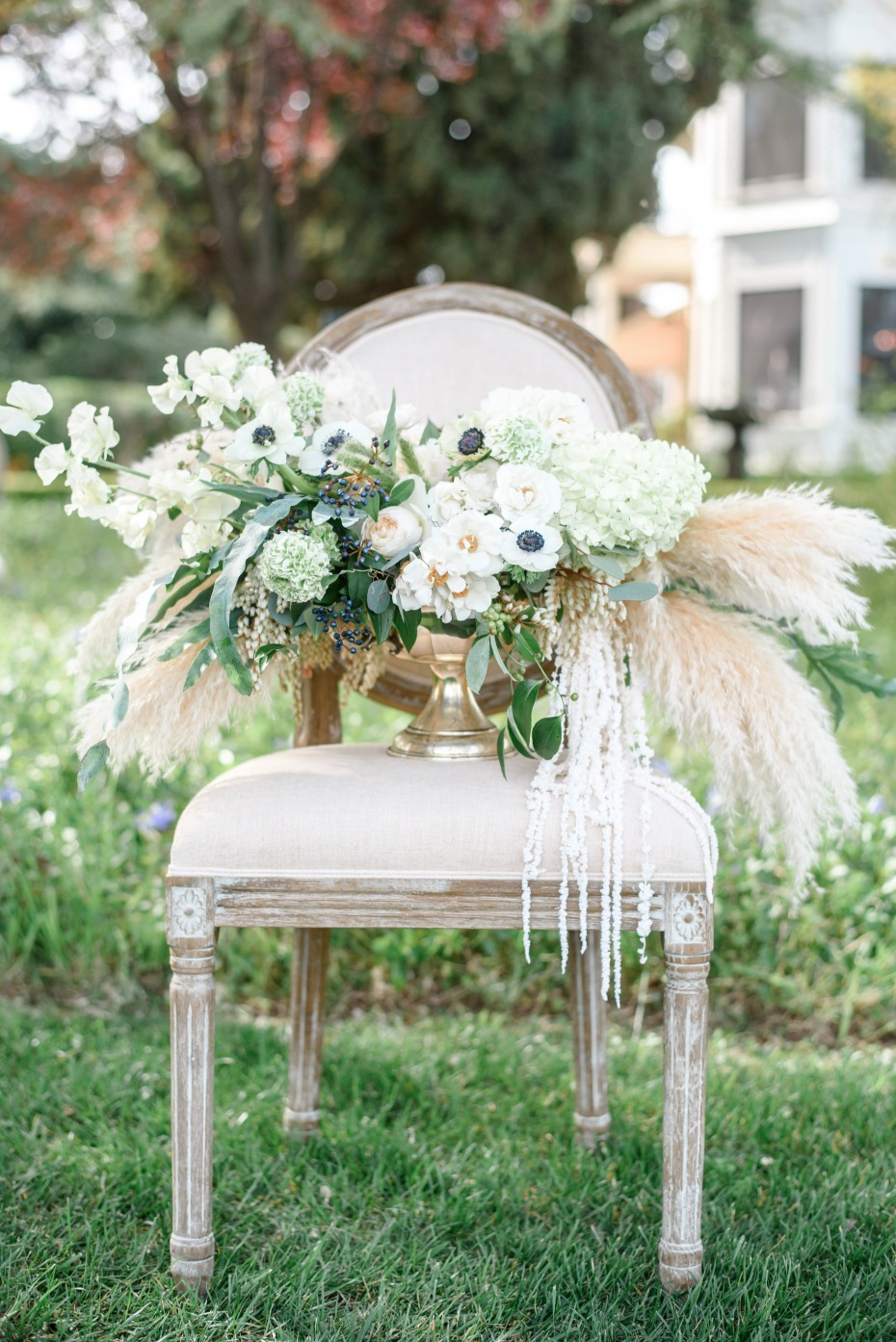 vintage and romantic wedding flower arrangement