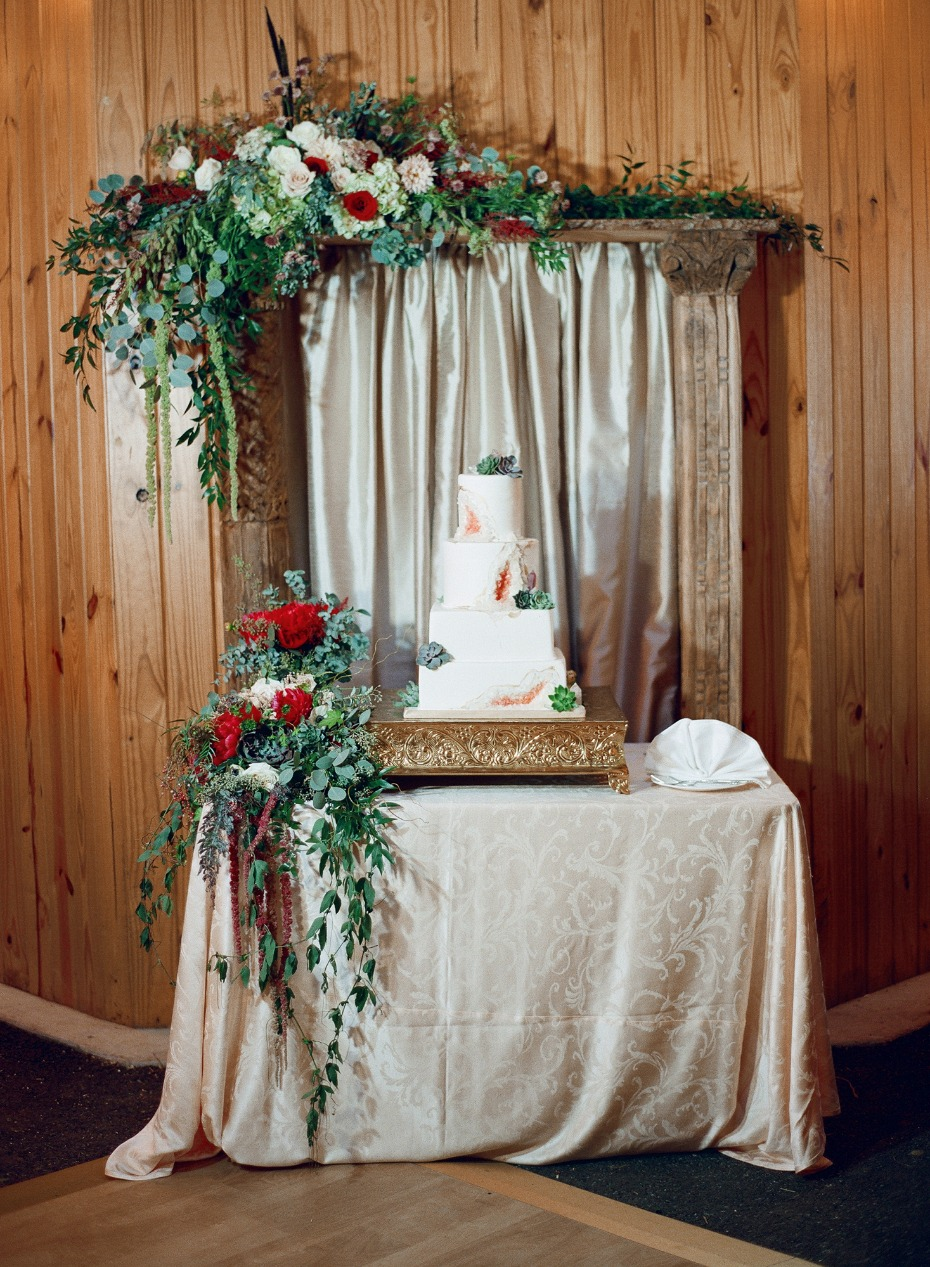Rustic Fall wedding cake table
