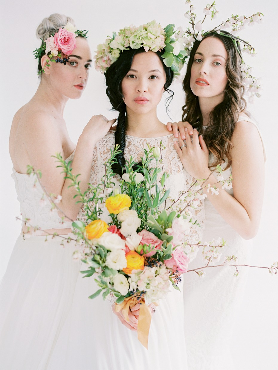 Gorgeous bridal looks with fresh spring florals