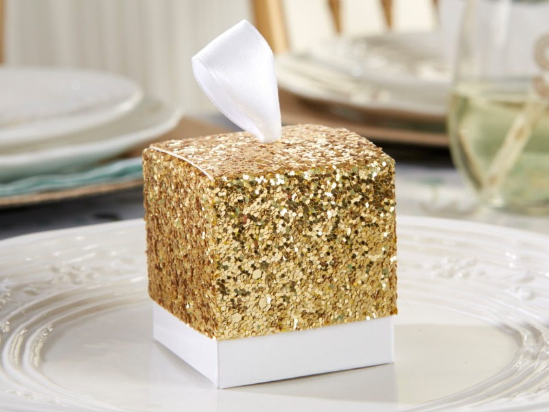 🎁 Add a little bling to your guest tables with this gold glitter favor box.