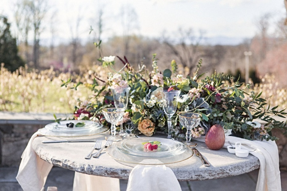 Garden centerpiece sweetheart table
