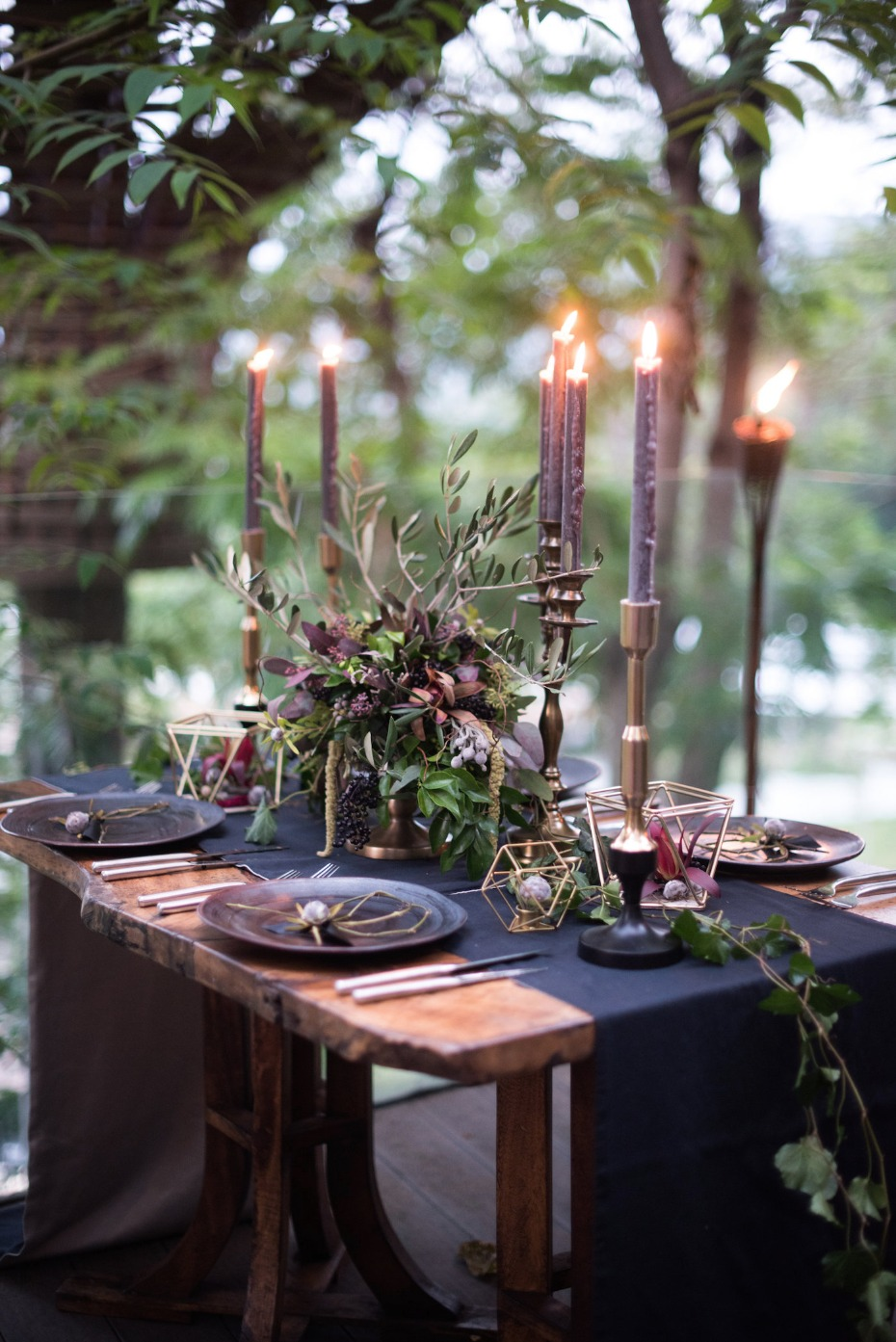 dark and romantic wedding table
