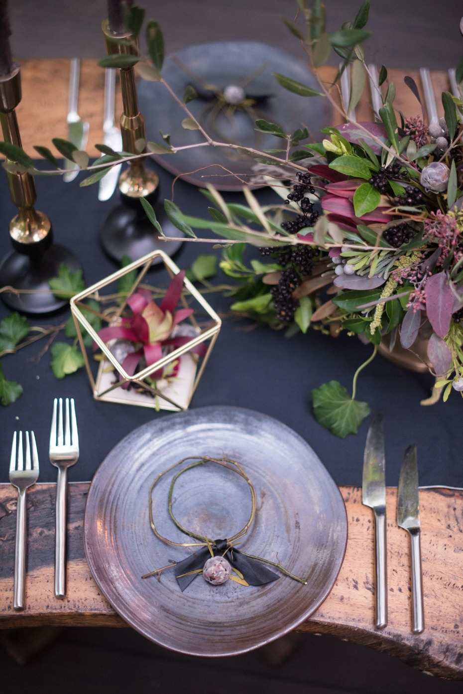 black and purple and gold wedding table