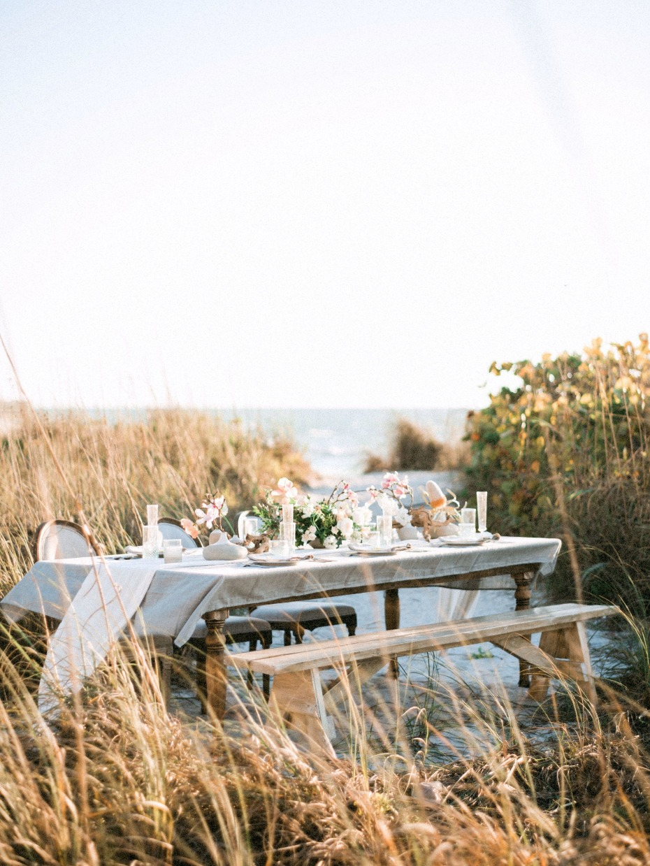 Intimate dinner party on the dunes