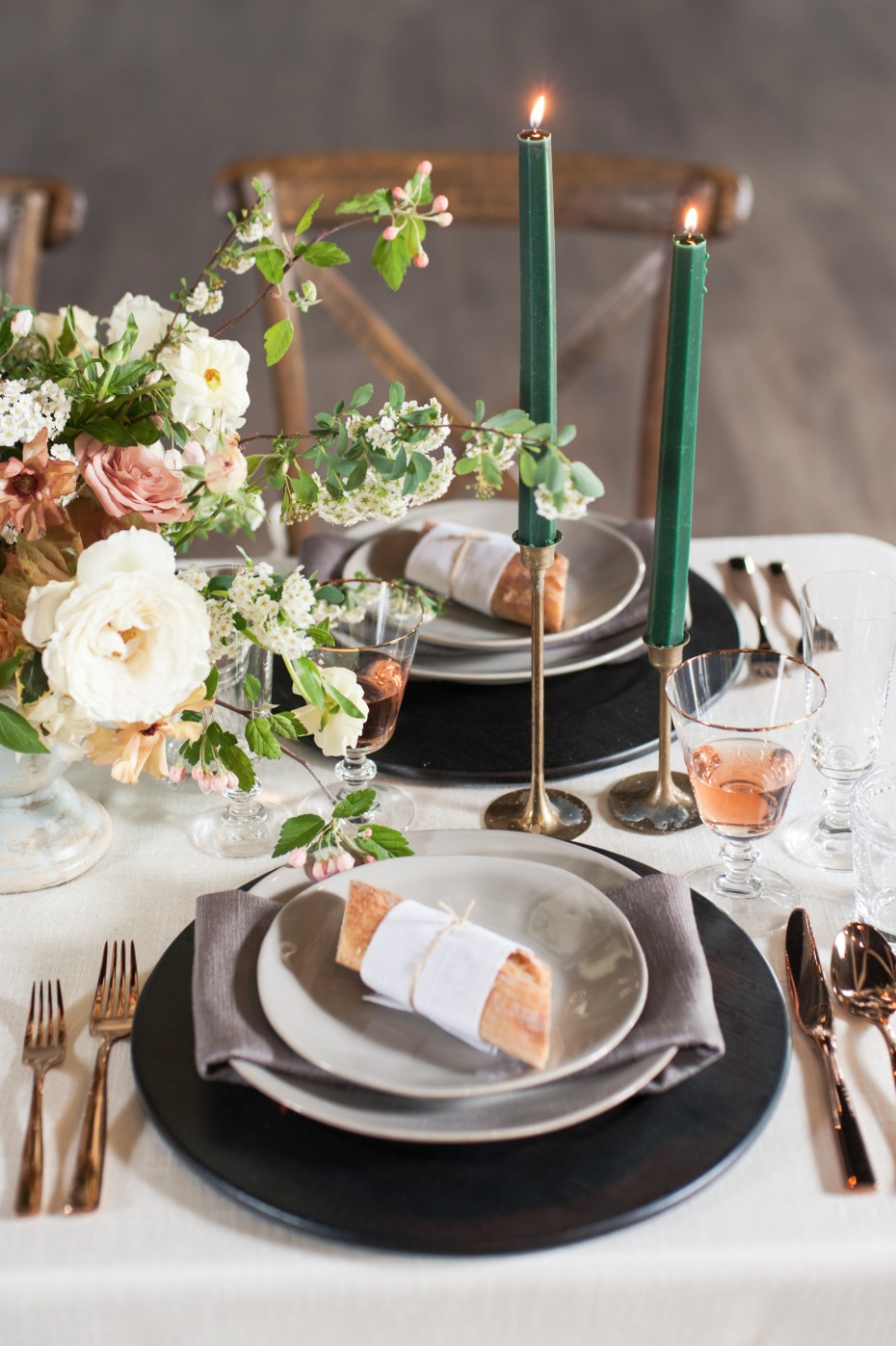 gold and emerald wedding table decor
