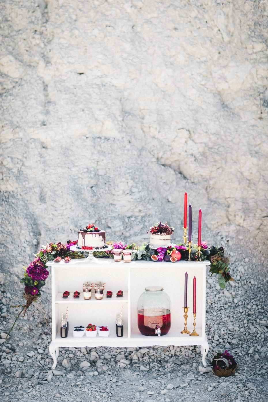 Berry toned cake table