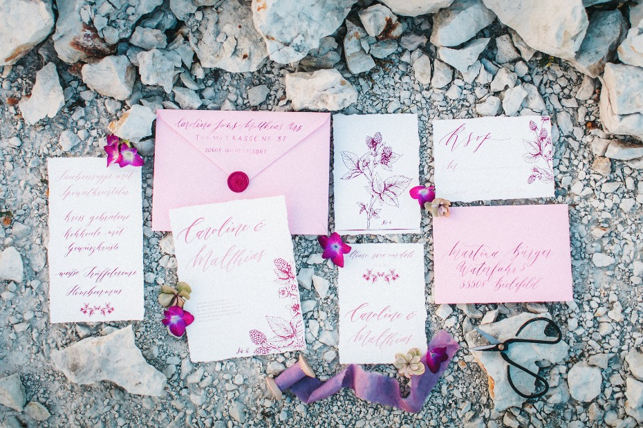 Pink and fuchsia invitation suite