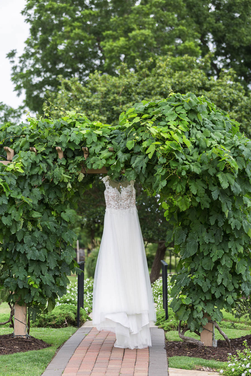 A winery makes the perfect location for your big day! Bernhardt Winery in Plantersville, Texas.