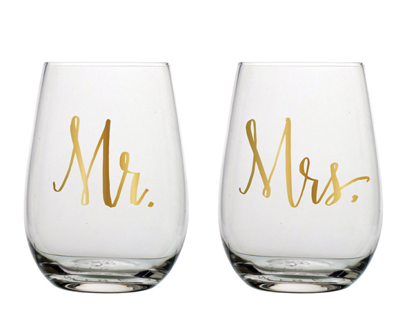 💕 This stemless Mr. & Mrs. wine set is sure to add to any wedding that is celebrating the union of two people that are in love