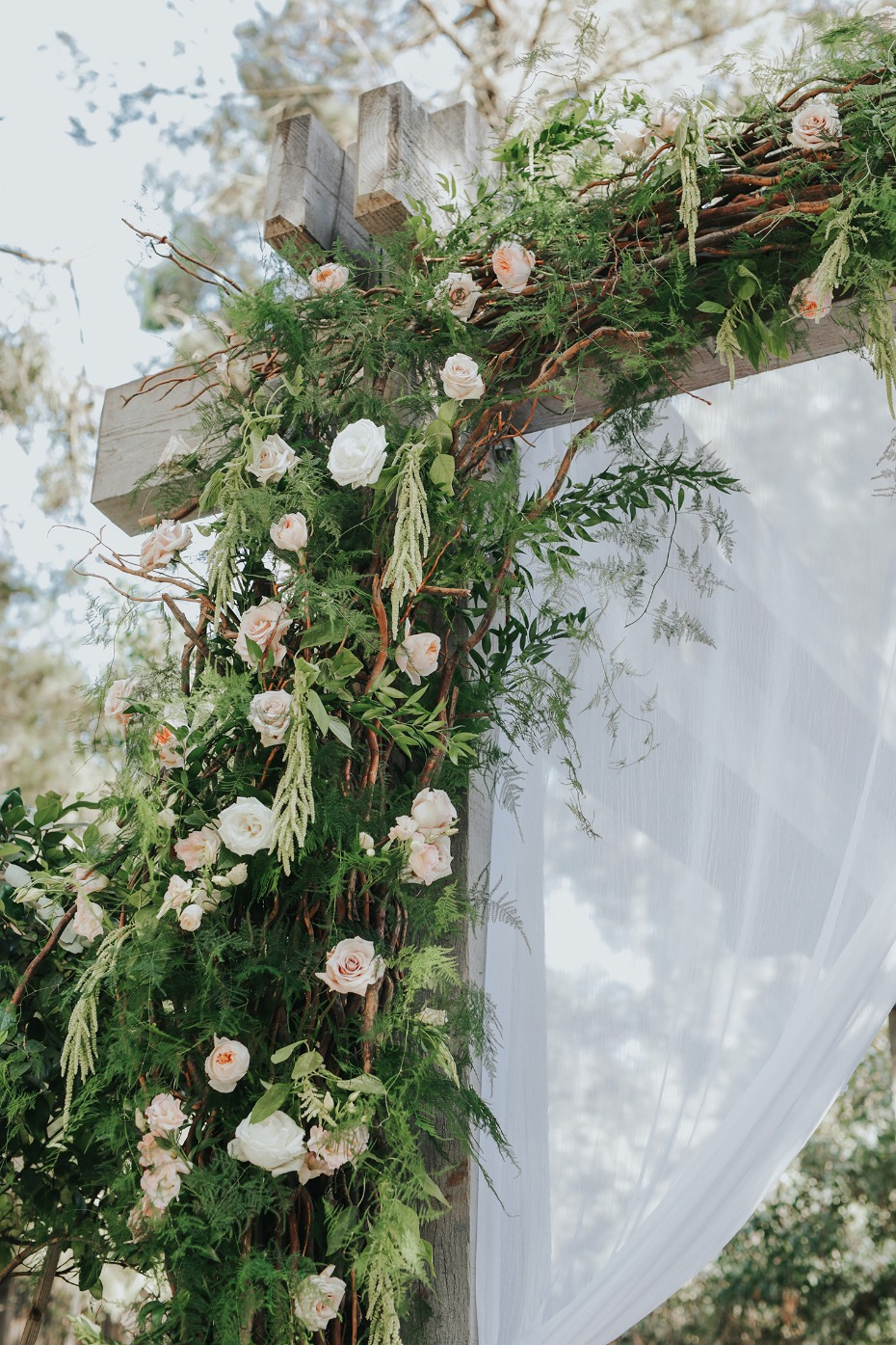 climbing roses wedding arch decor