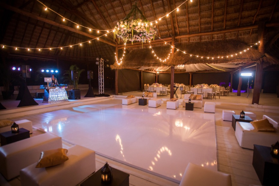 Beach chic reception