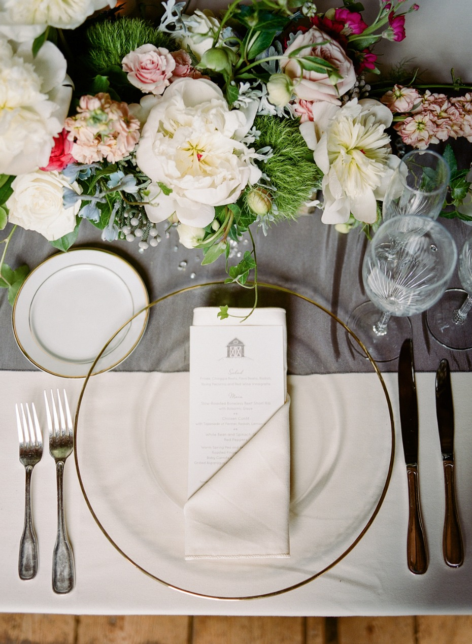 elegant grey and gold wedding table decor
