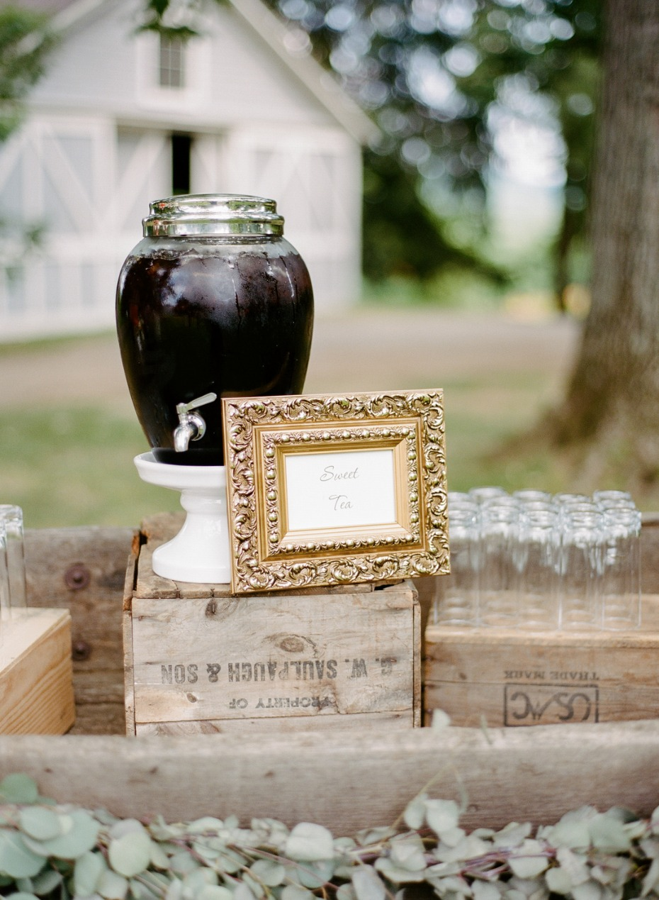 serve yourself wedding drink station