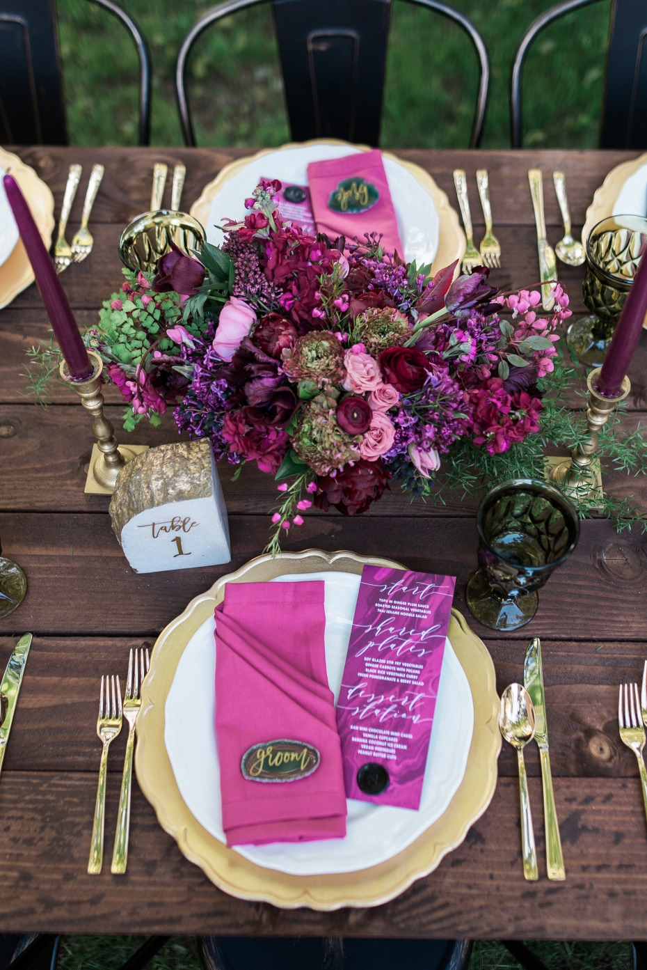 gold magenta and green wedding table