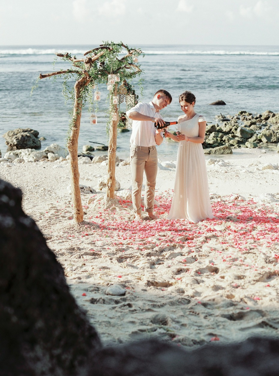 beach elopement in Bali