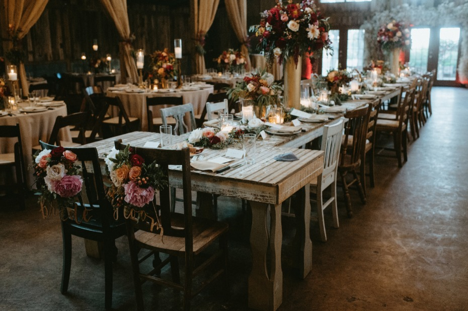 Unique sweetheart table idea - attach it to the main table