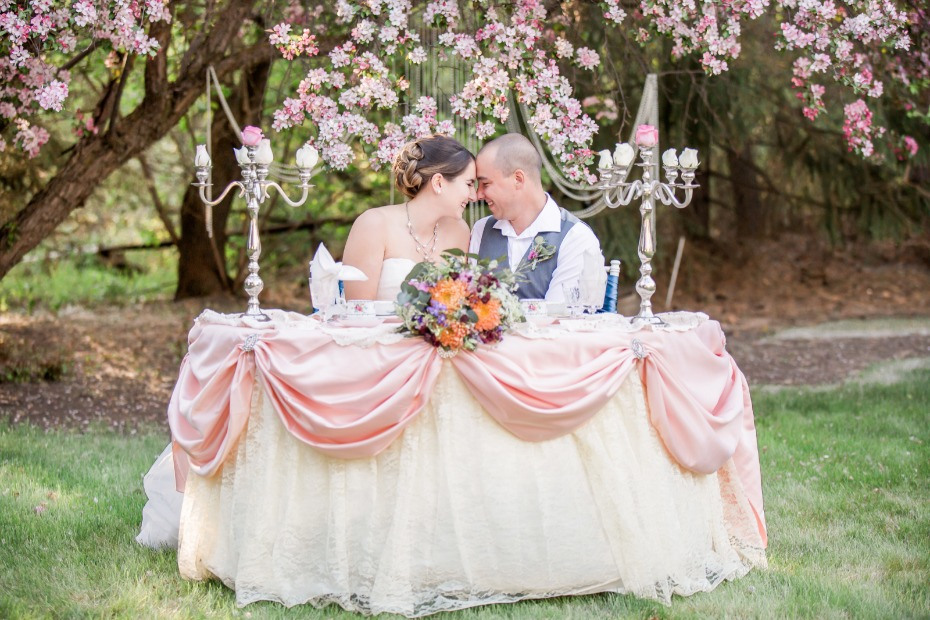 Pink and white sweetheart table
