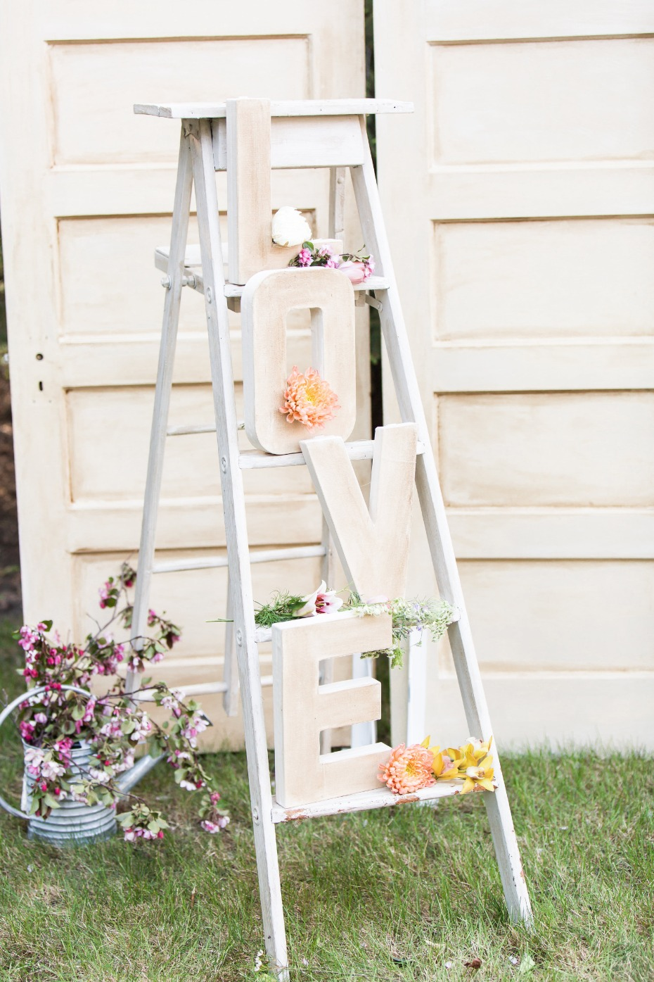 Cute decor idea with a ladder and giant letters