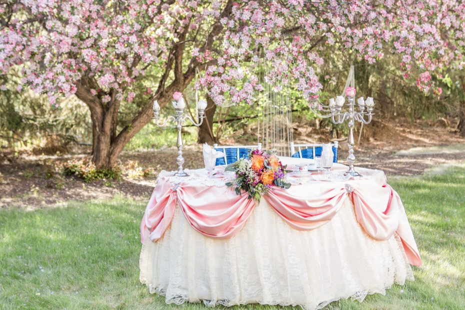 Sweetheart table wth lace and pink satin