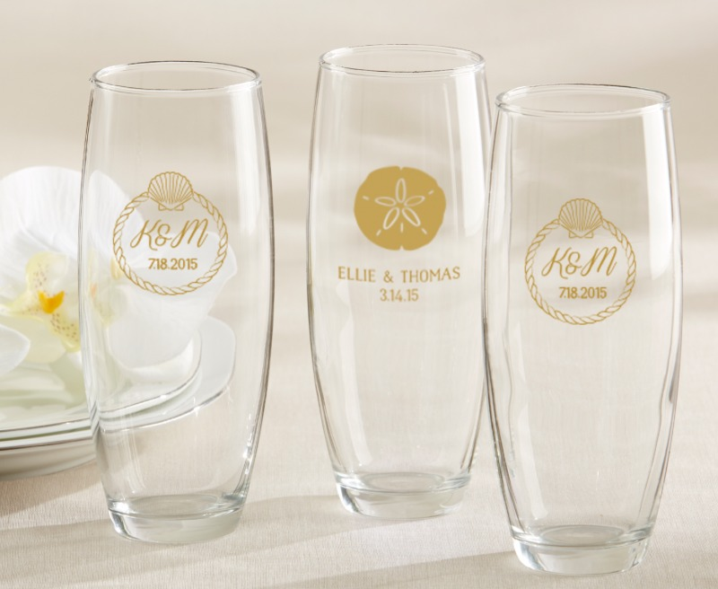 🏖 Beach Tides personalized stemless champagne glasses are the perfect destination wedding favor.