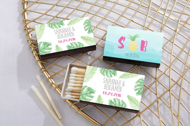 🌴 These black personalized matchboxes are sure to bring a tropical look to your Hawaiian themed wedding or luau party.