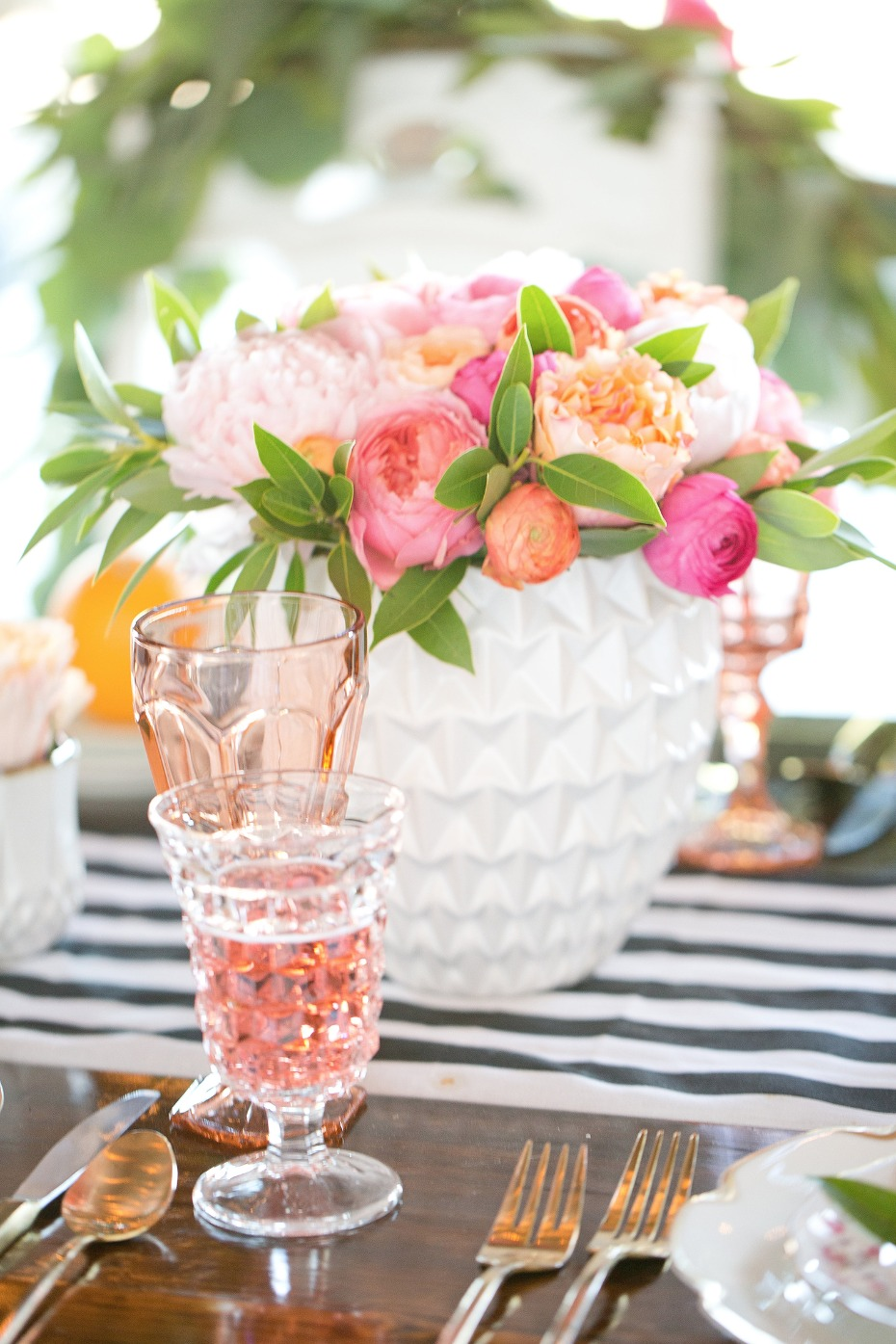 Pretty centerpiece with a black and white table runner