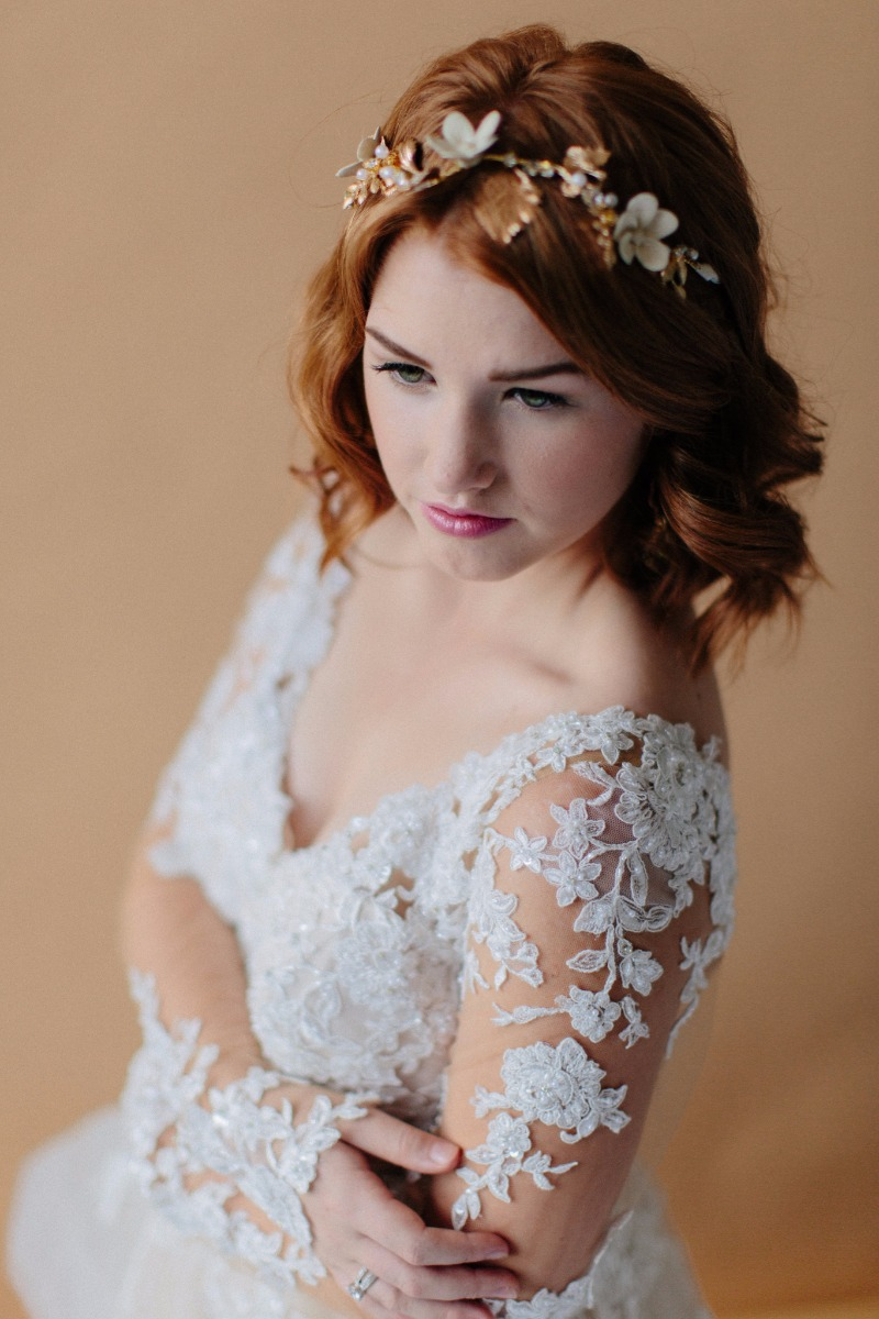 Soft waves + delicate bridal headband + pink lips = Summer Bride Perfection.