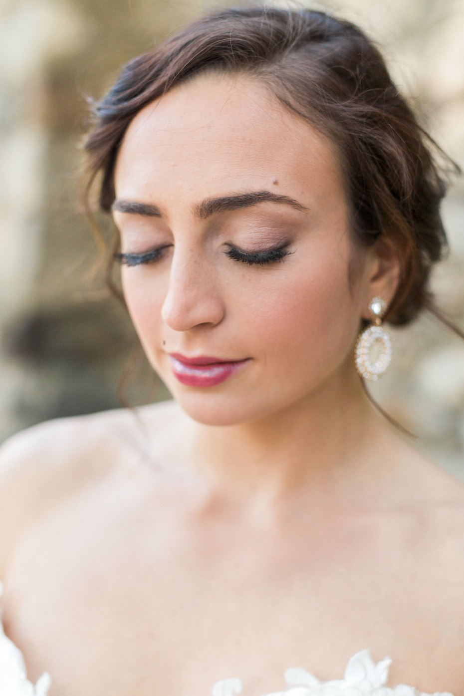 Soft and elegant makeup for the bride