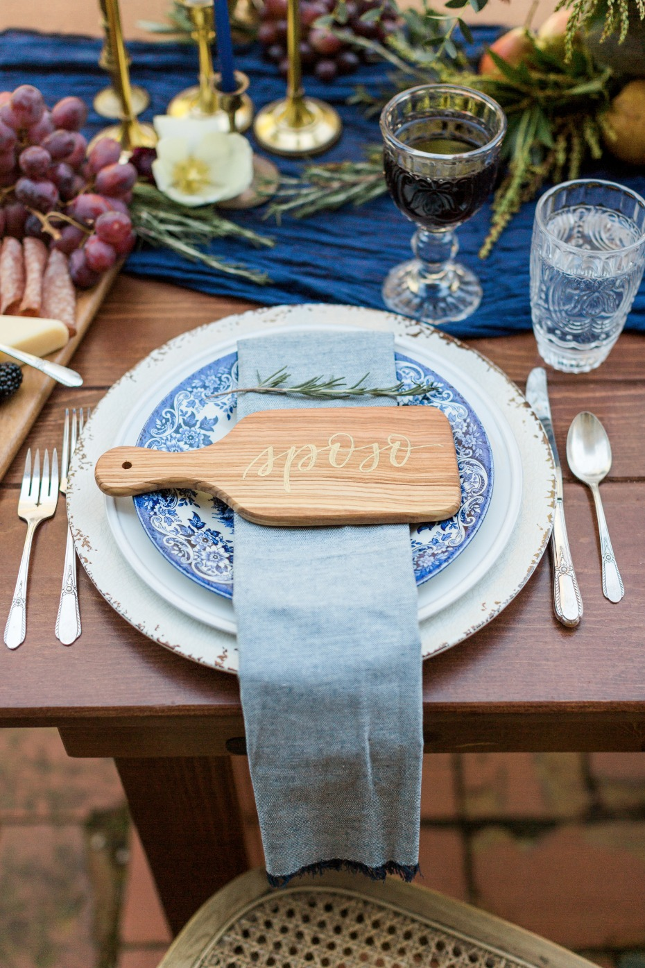 Love this mini cutting board place card