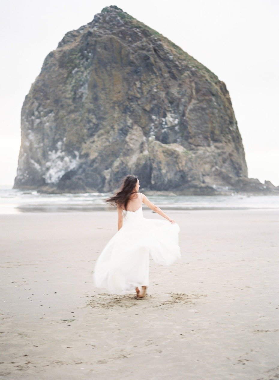Gorgeous free-flowing bride inspiraition