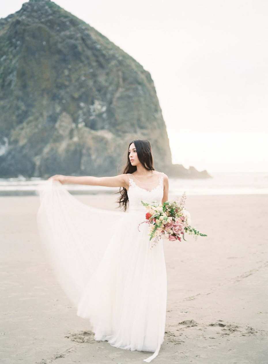 Free-flowing bridal inspiration for you