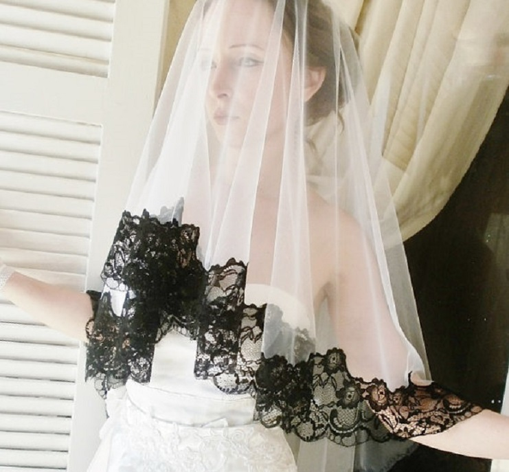 Bridal Veil, White with Dramatic Black French Lace