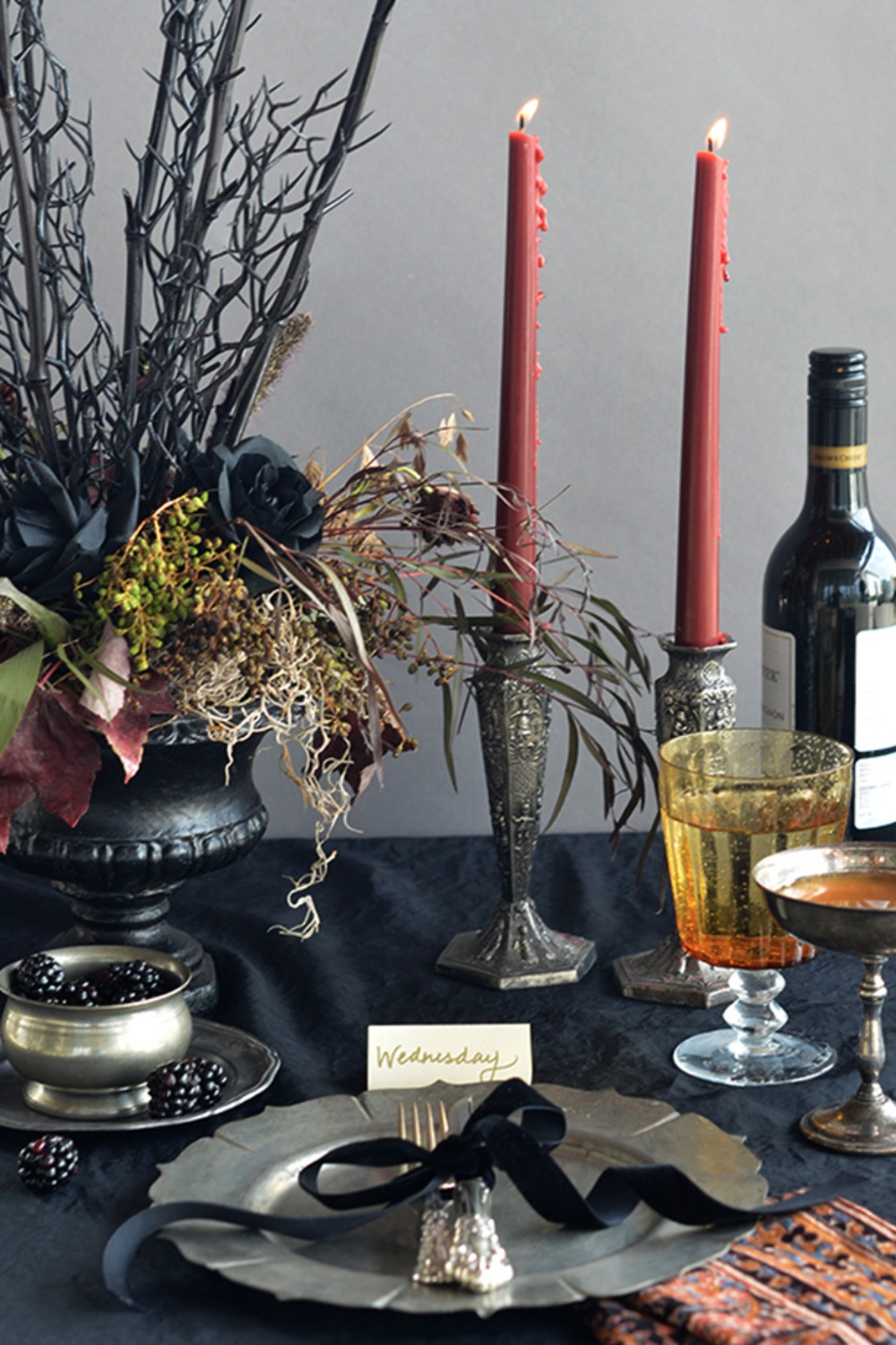 22 Halloween Decor Ideas for a Spooktacular Dinner Party