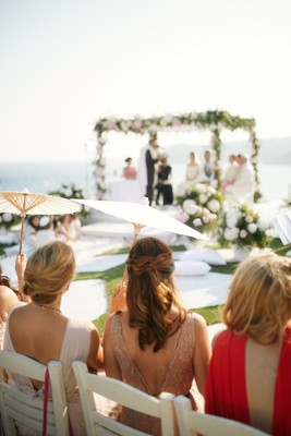 8 Steps to a Chic Wedding In Greece!