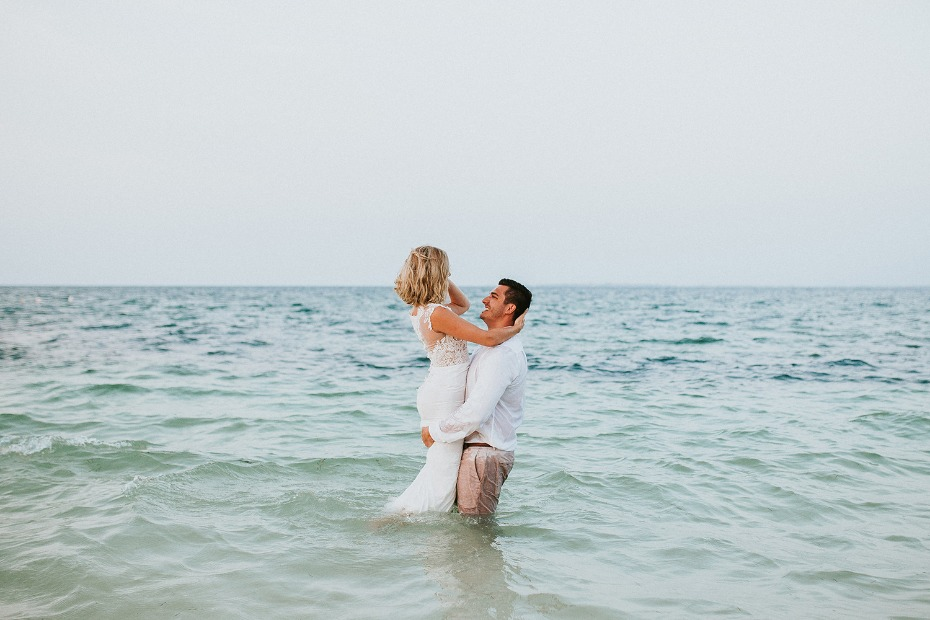 Wreck the dress session in the ocean