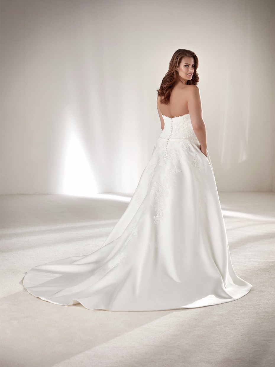 wedding dress fro the full figured bride