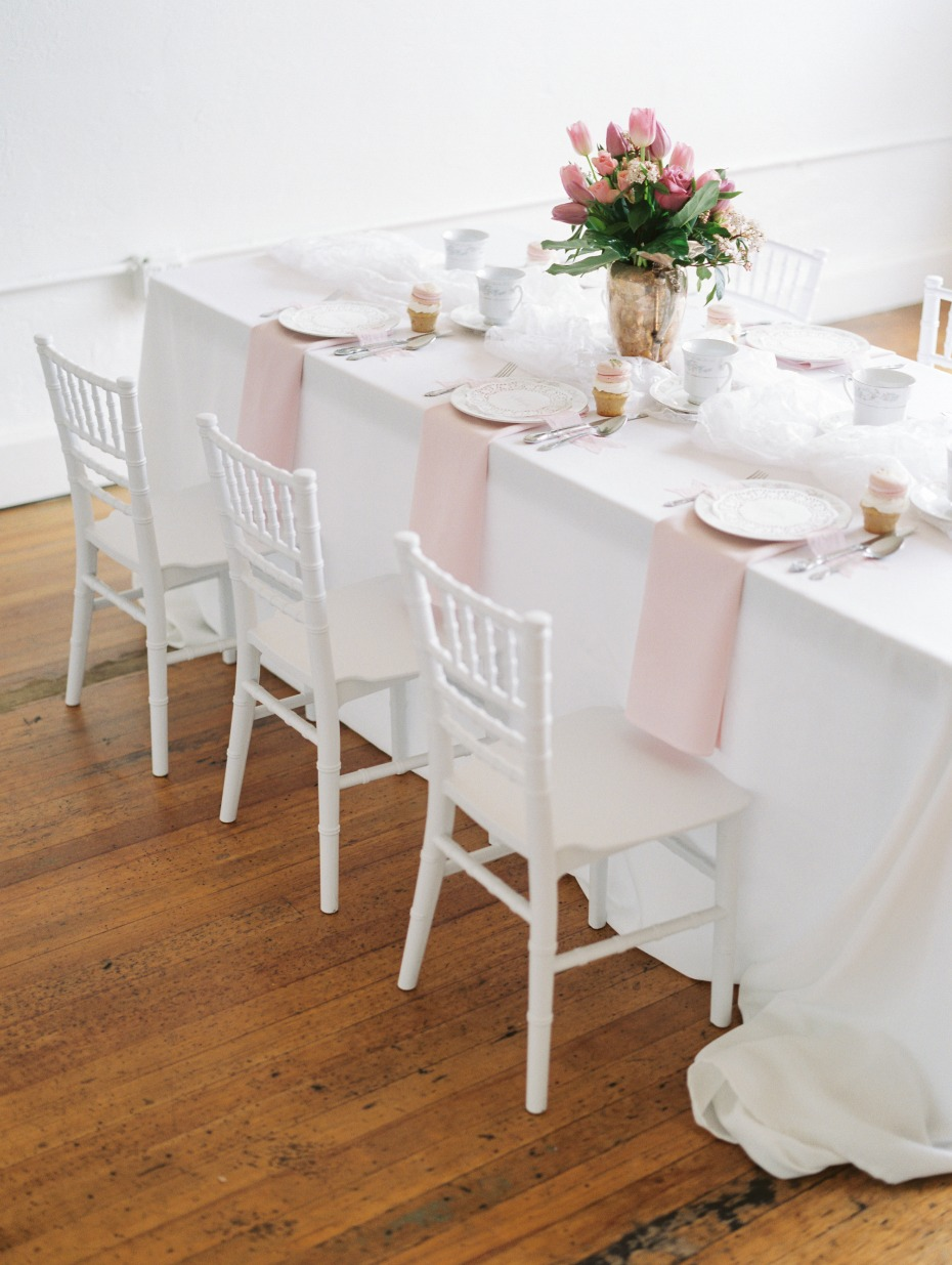 soft pink and white table decor