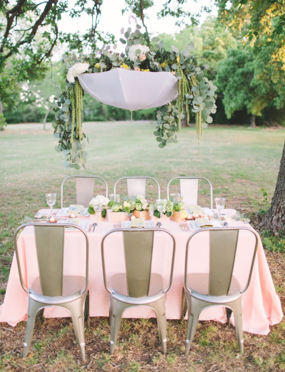 7 ways to use umbrellas in your wedding