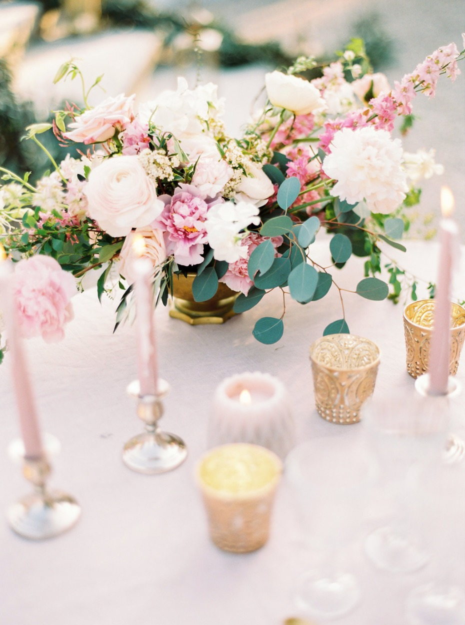 Blush and gold table with dreamy florals